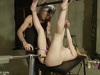 Dildo machine makes her scream while he plays with her pussy