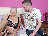 Gigantic mature ladies boobs showed off in hardcore sex video