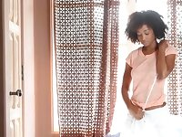 Curly all alone ebony nympho tapes her kinky solo show on cam